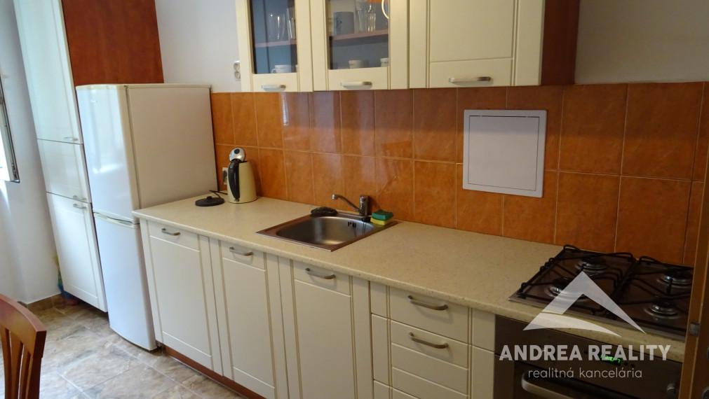 Na prenájom 1 izbový byt + kuchyňa, balkón, Ružinov /Košická ulica/